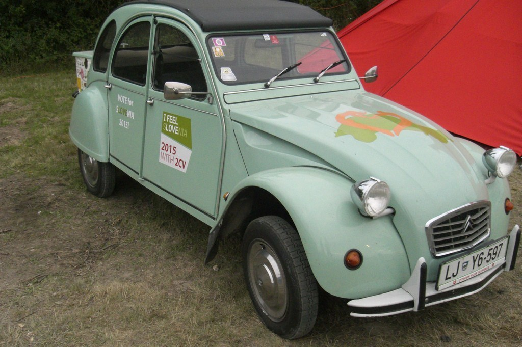 rencontre mondiale des amis de la 2cv 2012. Black Bedroom Furniture Sets. Home Design Ideas