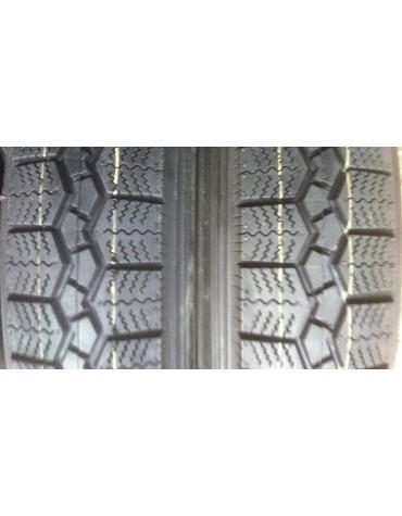 Ensemble de 2 pneus 125 R 15 marque Vee Rubber
