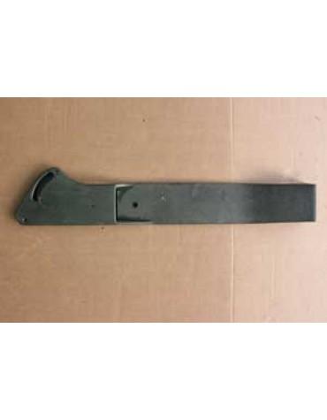Bandeau de porte passager  petite fissure à recoller au niveau d'un trou de fixation