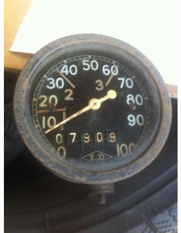 Compteur rond ED occasion gradué de 0 a 100 km/h avec son entrainement d'essuie glace