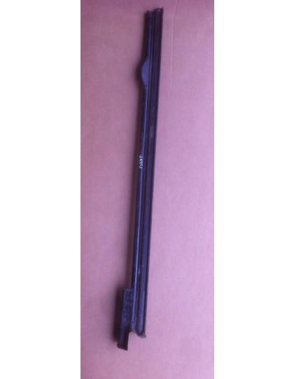Pied de milieu droit pour 2cv entre 1963 et 1974 avec ancrage de ceinture