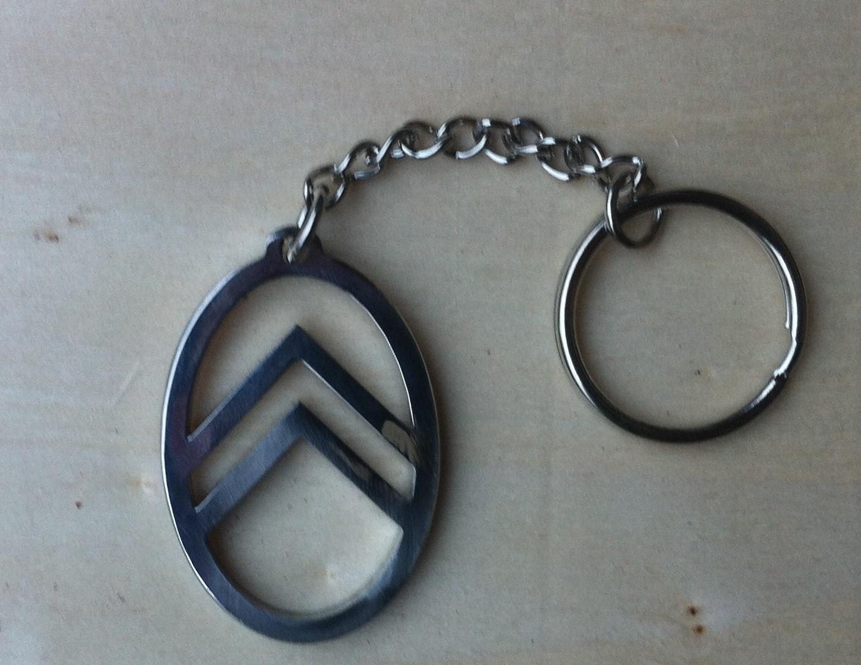 b97d43c6280e Pièces détachées 2cv et Mehari - Porte clé façon ovale de calandre ...
