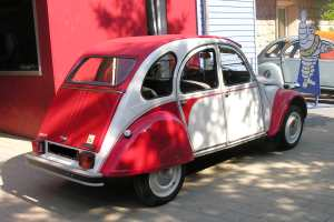 pi ces d tach es 2cv et mehari 2cv dolly rouge et blanche ami de la 2cv. Black Bedroom Furniture Sets. Home Design Ideas